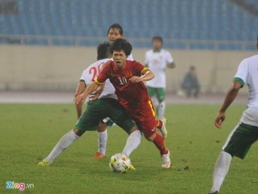 Kể từ khi vào sân, tiền đạo mang áo số 10 tạo được nhiều đột biến trên hàng công của Olympic Việt Nam.