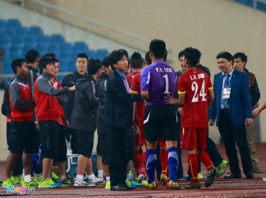 HLV Miura đứng ngồi không yên trong suốt 90 phút, tuy nhiên chiến thắng chung cuộc 1-0 trước Olympic Indonesia đã phần nào giải tỏa áp lực của HLV người Nhật Bản.