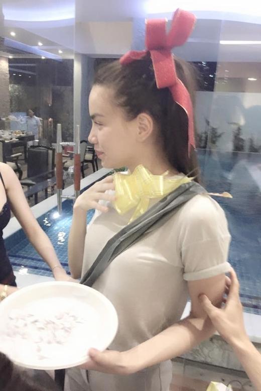 Hồ Ngọc Hà siêu đáng yêu trong buổi tiệc đầu năm - Tin sao Viet - Tin tuc sao Viet - Scandal sao Viet - Tin tuc cua Sao - Tin cua Sao