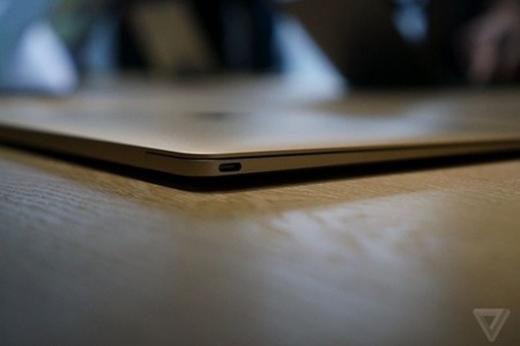 Cổng USB Type-C thực hiện toàn bộ các chức năng cổng kết nối trên MacBook.