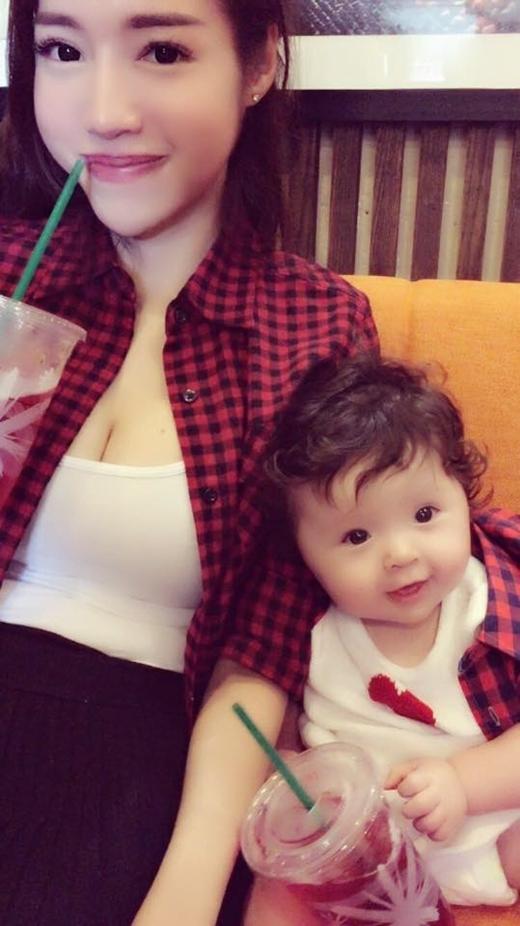 """Ngắm những khoảnh khắc """"không thể làm ngơ"""" của con gái Elly Trần"""