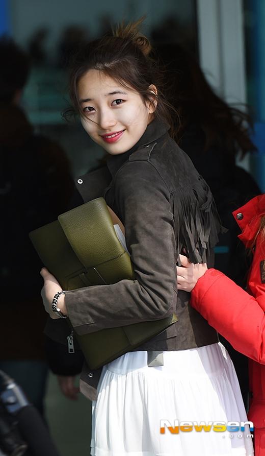 Suzy cực tươi trước ống kính truyền thông tại sân bay