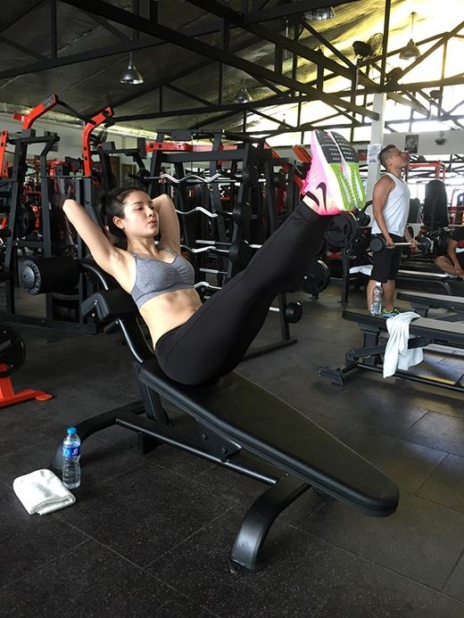 Phương Trinh Jolie sang Thái Lan... tập thể dục