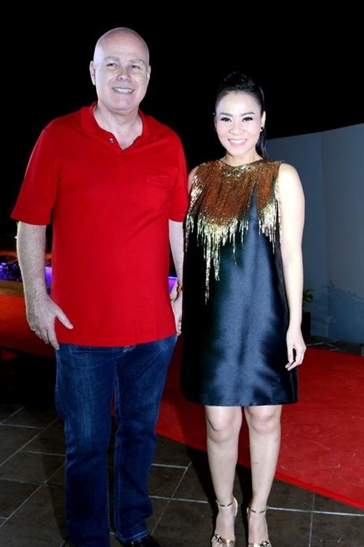 Trong số những nữ ca sĩ của làng nhạc Việt, Thu Minh đang có một cuộc sống biết bao người ngưỡng mộ. Dự kiến hai vợ chồng giọng ca Bay sẽ chào đón đứa con đầu lòng vào khoảng giữa năm 2015. - Tin sao Viet - Tin tuc sao Viet - Scandal sao Viet - Tin tuc cua Sao - Tin cua Sao