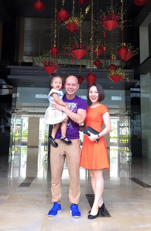 Phan Đinh Tùng khoe ảnh vơ đẹp, con xinh sau chuyến lưu diễn 10 ngày tại Canada và Mỹ. Anh bày tỏ niềm hạnh phúc vì sau bao ngày xa cách, cả gia đình đã được sum họp cùng nhau.