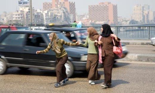 Khi khách Tây bật mí bí kíp băng qua đường ở Việt Nam