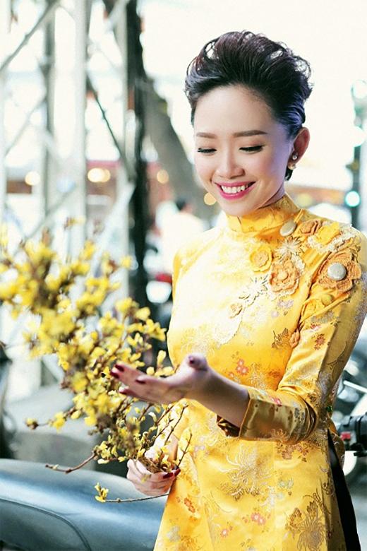Nụ cười rạng rỡ càng tôn lên vẻ đẹp của Tóc Tiên.