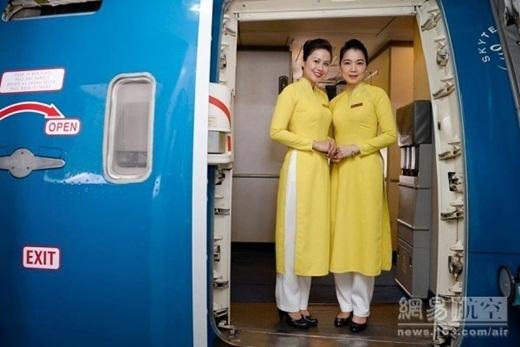 Bộ đồng phục mới của Vietnam Airlines vẫn đang là chủ đề được quan tâm nhiều ngày qua.