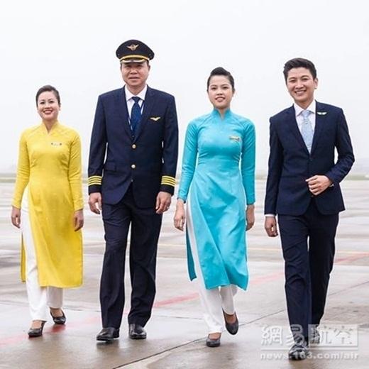 Báo Trung Quốc đánh giá cao mẫu đồng phục cũ của Vietnam Airlines