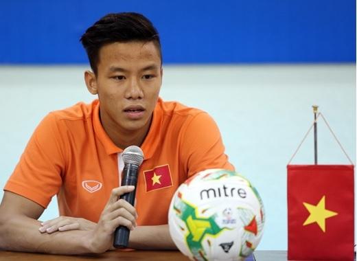 Mạo hiểm ra sân, đội trưởng U23 Việt Nam chấn thương nặng