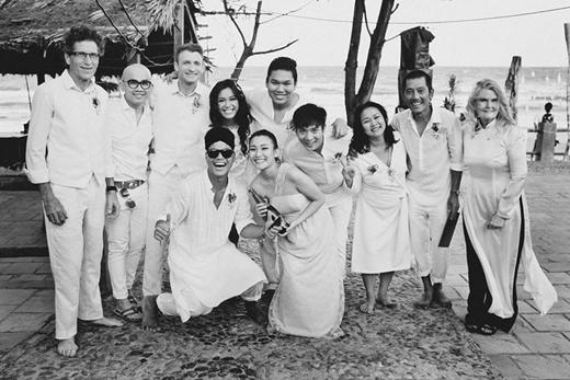 Hai vợ chồng Phương Vy chụp ảnh kỉ niệm cùng gia đình và bạn bè. - Tin sao Viet - Tin tuc sao Viet - Scandal sao Viet - Tin tuc cua Sao - Tin cua Sao