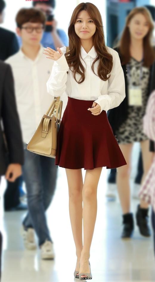 """Cô nàng """"cao kều"""" của SNSD, Sooyoung không bao giờ vắng bóng trong danh sách chân dài của làng giải trí xứ Hàn, giúp Sooyoung tỏa sáng mỗi nơi cô xuất hiện."""