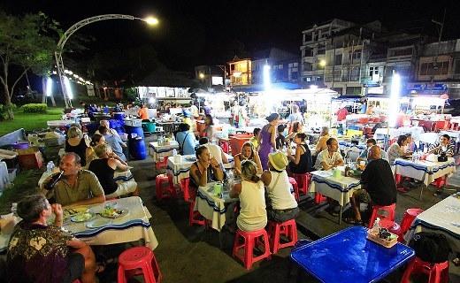 Không khí nhộn nhịp ở Krabi khi về đêm