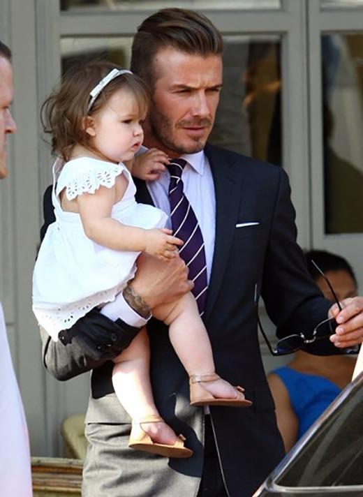 Khám phá gu thời trang cực chất của công chúa  Harper Beckham