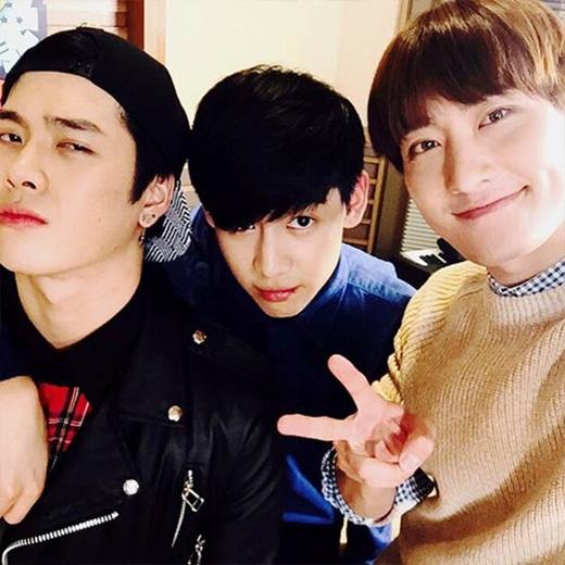Bam Bam hào hứng khoe hình chụp cùng Jackson và Zhou Mi