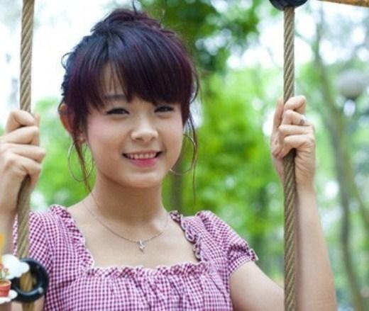 """Huyền Baby, cô hotgirl đời đầu của Hà Thành sinh năm 1989, từng là người mẫu ảnh quen thuộc, nổi tiếng với giới trẻ Hà Nội. Cô được nhiều người biết đến hơn nữa sau cuộc thi """"Miss Teen – 2008."""
