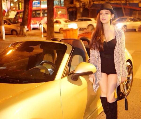 Quyết định vào Sài Gòn theo đuổi đam mê ca hát từ năm 2009, nhưng có vẻ như cô không gặp nhiều may mắn. Sau đó, cô trở về Hà Nội và thành lập nhóm nhạc cùng với Emily và Hạnh Sino lấy tên là B-sily.