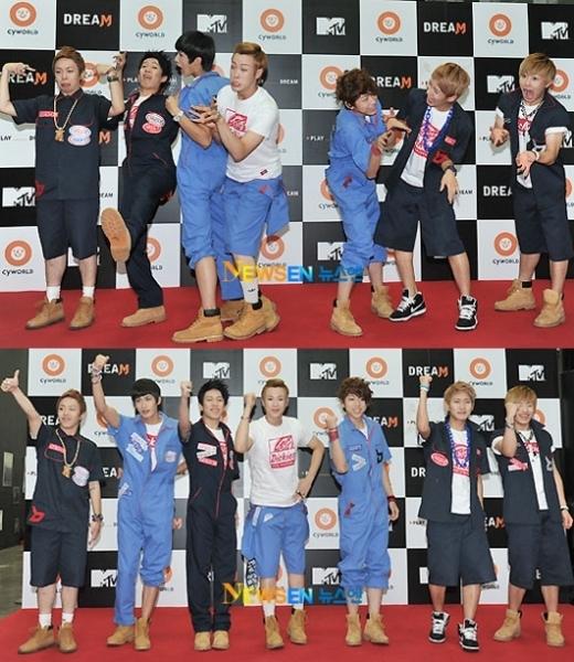 Giải thần tượng không sợ mất mặt nhất có lẽ sẽ thuộc về Block B khi các chàng trai không ngần ngại diện ngay những trang phục lạ lùng ngay cả trên thảm đỏ.