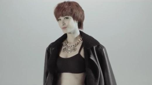 Nữ ca sĩ khiến fan thích thú với tạo hình tomboy đầy cá tính. - Tin sao Viet - Tin tuc sao Viet - Scandal sao Viet - Tin tuc cua Sao - Tin cua Sao