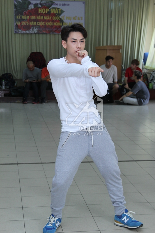 Isaac chăm chỉ tập nhảy bất chấp nắng nóng - Tin sao Viet - Tin tuc sao Viet - Scandal sao Viet - Tin tuc cua Sao - Tin cua Sao