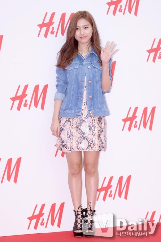 Diện trang phục đơn giản nhưng Kim So Eun vẫn tỏa sáng trong sự kiện