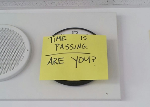 Đồng hồ là thứ vô nghĩa trong phòng thi!
