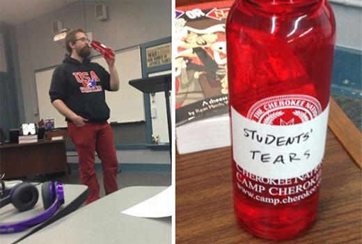 Bình nước của thầy giáo được đặt tên là Những giọt nước mắt đau khổ của sinh viên