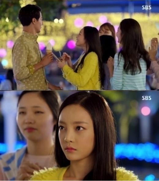 Hara (Kara) hóa thân vào người hâm mộ nhà văn Jang Jae Yeol (Jo In Sung) trong It's Ok That's Love tình cờ bắt gặp thần tượng trên phố và muốn xin chữ ký. Tuy nhiên, lại bị anh từ chối thẳng thừng vì sợ bạn gái bên cạnh nổi giận.