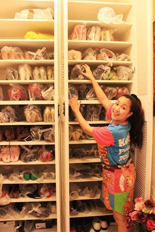 Ốc Thanh Vân có một tình yêu đặc biệt cho giày dép. Cô còn cẩn thận bọc từng đôi để có thể bảo quản một cách tốt nhất. - Tin sao Viet - Tin tuc sao Viet - Scandal sao Viet - Tin tuc cua Sao - Tin cua Sao