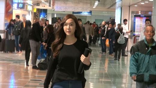 Jessica xuất hiện cùng bạn trai tin đồn, cố tình giữ khoảng cách