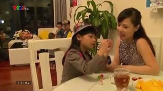 Dù chỉ xuất hiện vài giây ngắn ngủi nhưng hình ảnh bà xã của MC nổi tiếng khiến công chúng bất ngờ và chú ý. Mới đây, thêm một số hình ảnh của vợ Phan Anh được đăng tải khiến khán giả bớt tò mò về bà xã của MC nổi tiếng. - Tin sao Viet - Tin tuc sao Viet - Scandal sao Viet - Tin tuc cua Sao - Tin cua Sao