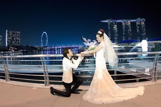 Phi Trường quỳ gối cầu hôn vợ lãng mạn giữa lòng Singapore. - Tin sao Viet - Tin tuc sao Viet - Scandal sao Viet - Tin tuc cua Sao - Tin cua Sao