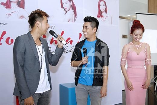 Quỳnh Chi còn cho biết cô thực sự rất ngại khi được gọi là một ca sĩ vì hiện tại cô chưa làm được gì nên chưa dám nhận danh hiệu này.