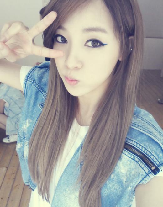 Đánh giá nhan sắc của Jooyeon (cựu thành viên After School) có lẽ cô nàng hoàn toàn xứng đáng được xếp vào hàng ngũ hotgirl ở trường trung học. Đây cũng là một trong những lý do nữ thần tượng được ủng hộ khi có tin đồn hẹn hò với tài tử So Ji Sub.