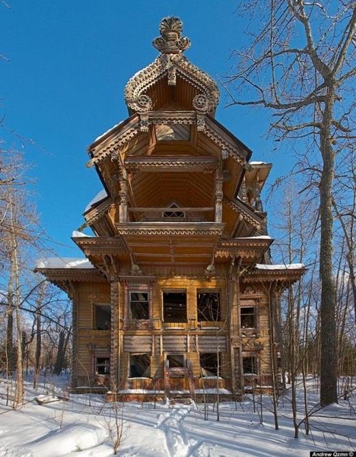 Ngôi nhà bằng gỗ ở Nga.