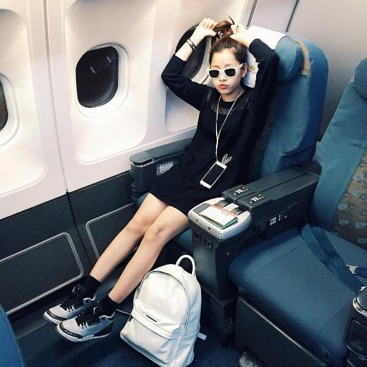 Cô nàng theo đuổi phong cách thoải mái, trẻ trung. Chi Pu luôn biết cách lựa chọn trang phục phù hợp với những hoàn cảnh nhất định.