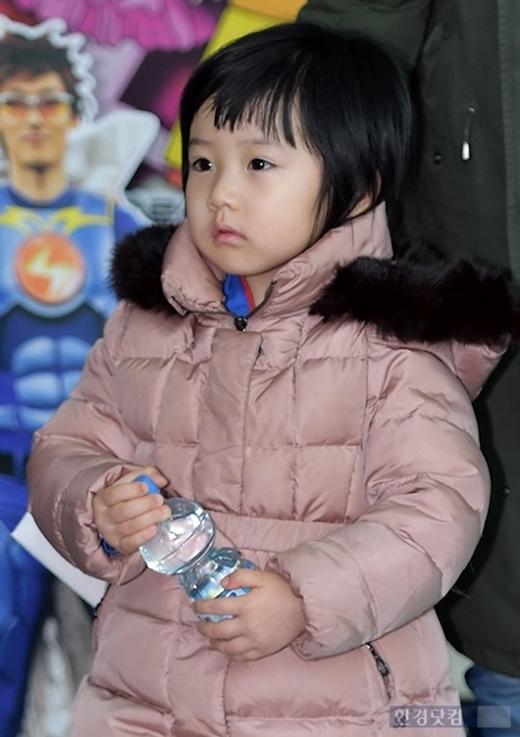 Con gái nàng Dae Jang Geum gây sốt cộng đồng mạng