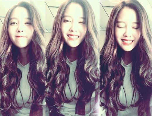 Hyomin chiêu đãi fan bằng cách tự sướng nhiều biểu cảm trên gương mặt mình