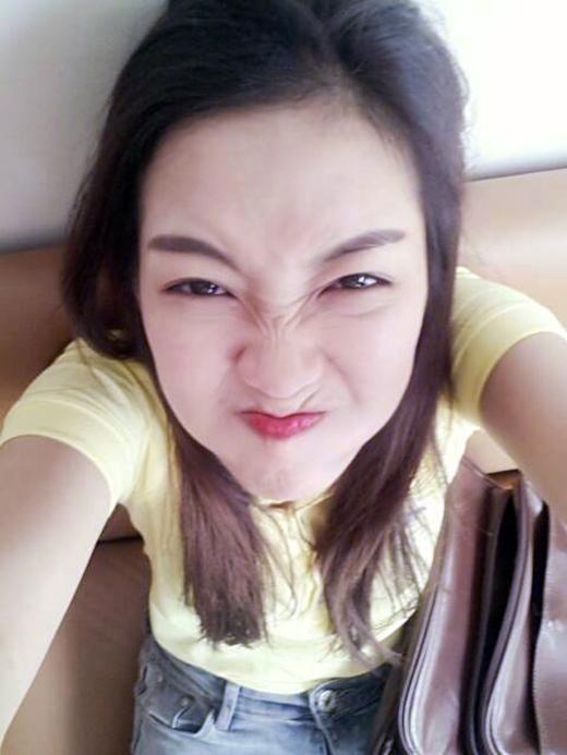 Đinh Hương làm mặt xấu dọa các Đinh Tặc (tên của fanclub Đinh Hương). Tuy nhiên có vẻ như biểu cảm này chẳng những không dọa được ai mà trái lại còn khiến các bạn ngày càng yêu thích cô nàng hơn.