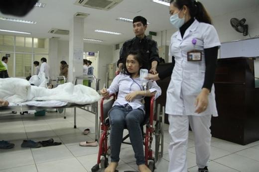 Sau khi cấp cứu, 5 người đã xuất viện, 13 người tiếp tục được theo dõi. Ảnh: Phương Sơn.