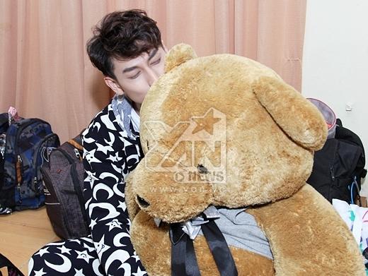 Isaac nhắng nhít diện đồ ngủ ôm, gấu bông cực yêu - Tin sao Viet - Tin tuc sao Viet - Scandal sao Viet - Tin tuc cua Sao - Tin cua Sao