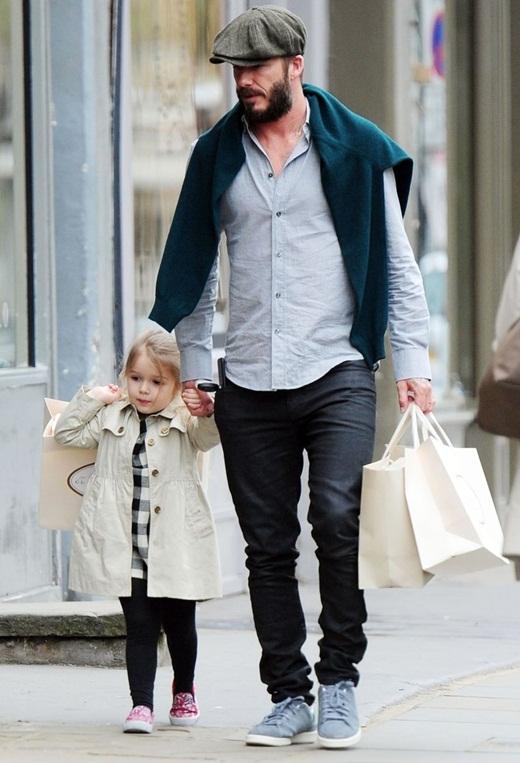 Harper Seven đáng yêu đi mua sắm cùng bố Beckham