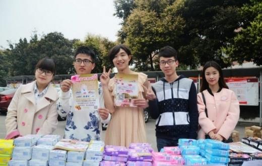 Nam sinh viên kiếm hơn 60 triệu nhờ giả gái... bán băng vệ sinh