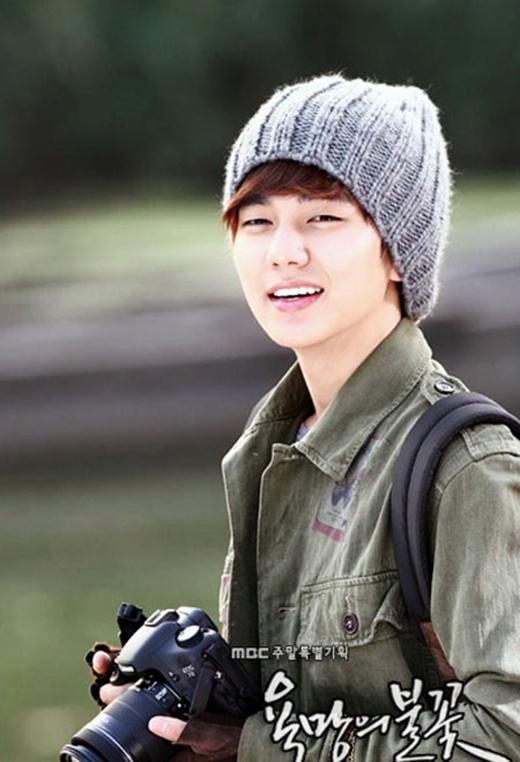 Kim Yoo Jung muôn được đóng phim tình cảm với đàn anh trong tương lai