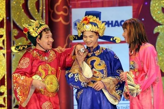 Nghệ sĩ Xuân Bắc (giữa) vai Nam Tào trong Gặp nhau cuối năm. - Tin sao Viet - Tin tuc sao Viet - Scandal sao Viet - Tin tuc cua Sao - Tin cua Sao