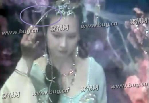 Công chúa lấy trâm cài tóc tẩm độc cố ý hãm hại Tôn Ngộ Không và Trư Bát Giới.