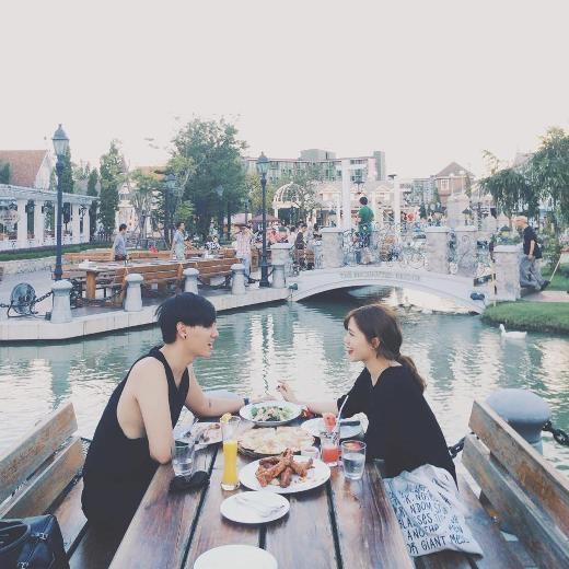 Khoảnh khắc lãng mạn của Kiên Hoàng và Heo Mi Nhon khiến nhiều người hâm mộ
