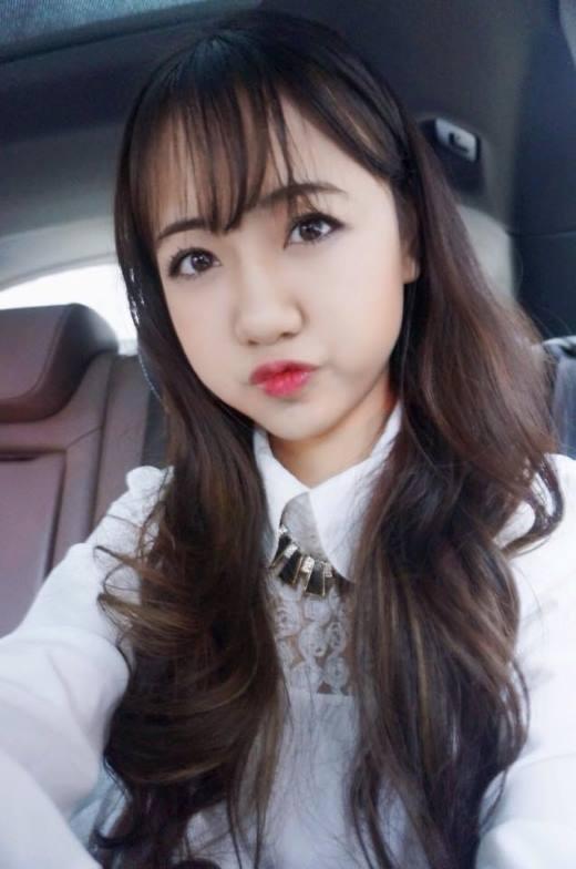 Cô hot girl Hà thành này đang nhận được khá nhiều sự quan tâm từ cộng đồng mạng.