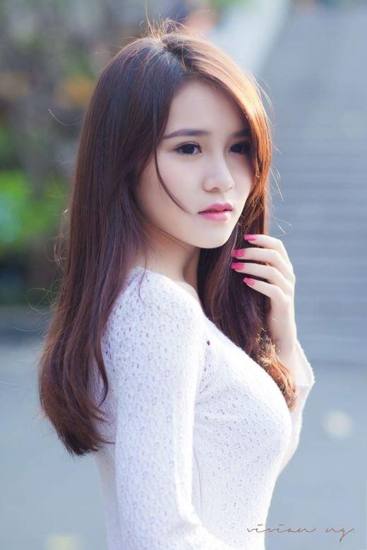 """Tên thật là Hà Vân, cô nàng hot girl Hà Thành nổi lên với biệt danh """"cô gái trà sữa"""" từ năm cô 15 tuổi."""