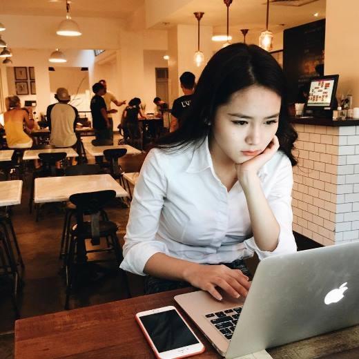 Vân Shi cũng là một trong những hot girl năng nổ trong các hoạt động xã hội.